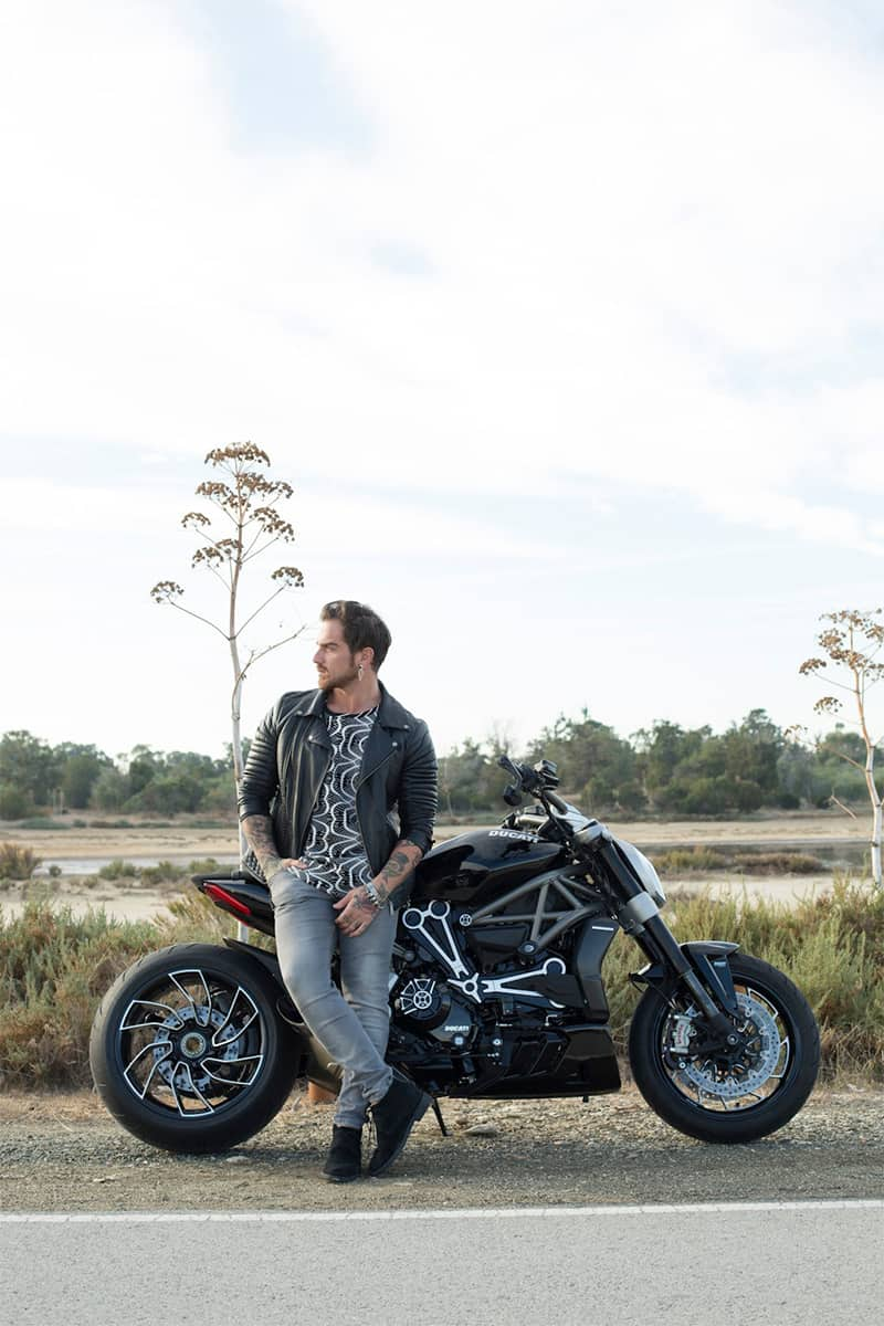 Zoom out on ducati
